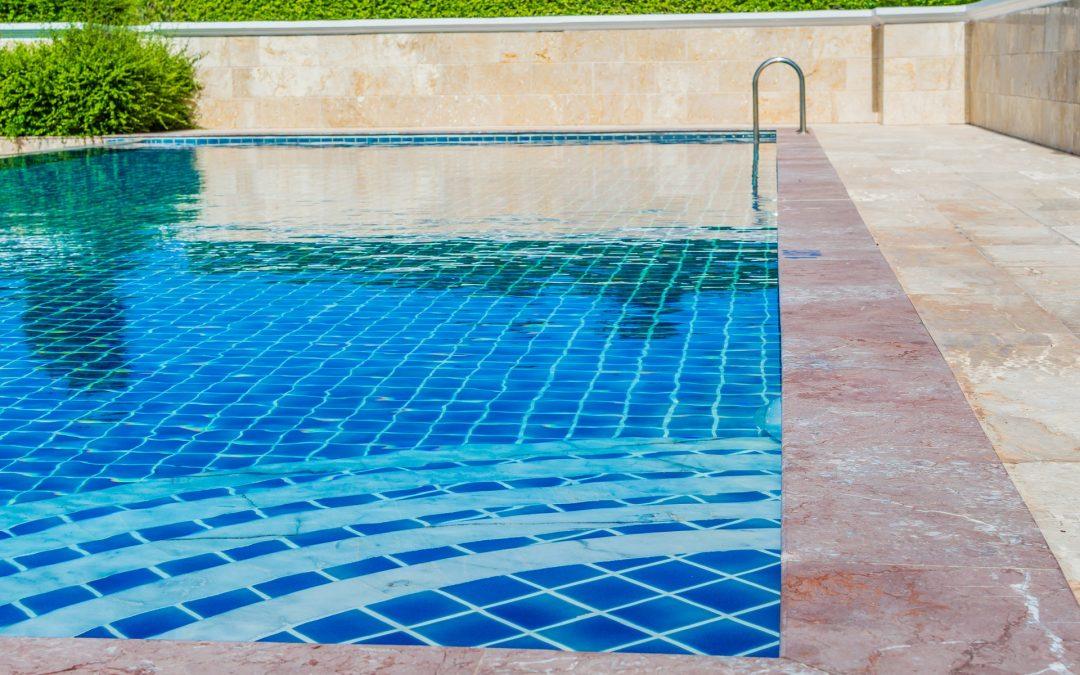 Agua transparente en tu piscina - JuJuJu Aquacenter en Benissa