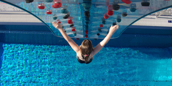 Waterclimbing, muros de escalada para piscinas en JuJuJu Aquacenter de Benissa - Costa Blanca - Spain - Spanien