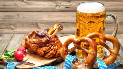 Típica comida alemana en la fiesta de cerveza - Oktoberfest Calpe y ahora en La Nucia