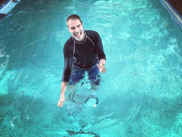 Diego Pons con el aquabike en jujuju aquacenter benissa costa blanca