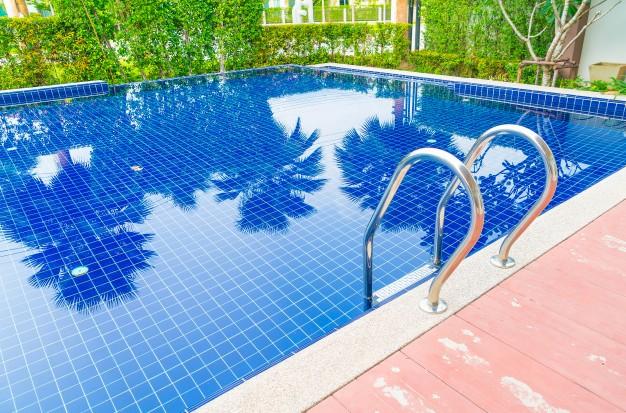 All around your pool in jujuju aquacenter benissa