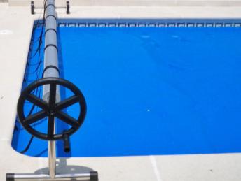 Enrollador cobertor de piscina basic de ibercoverpool en jujuju aquacenter benissa