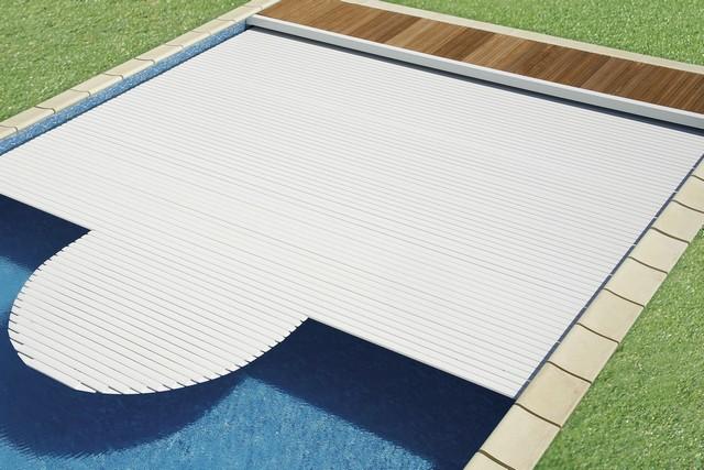 Cubierta automática de persianas de la piscina de astralpool en jujuju aquacenter benissa calpe javea denia altea moraira