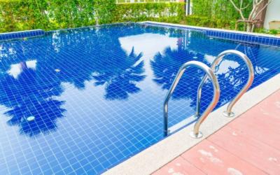 Wie halte ich mein Schwimmbad-Wasser sauber .  Poolpflege in 3 Schritten an der Costa Blanca