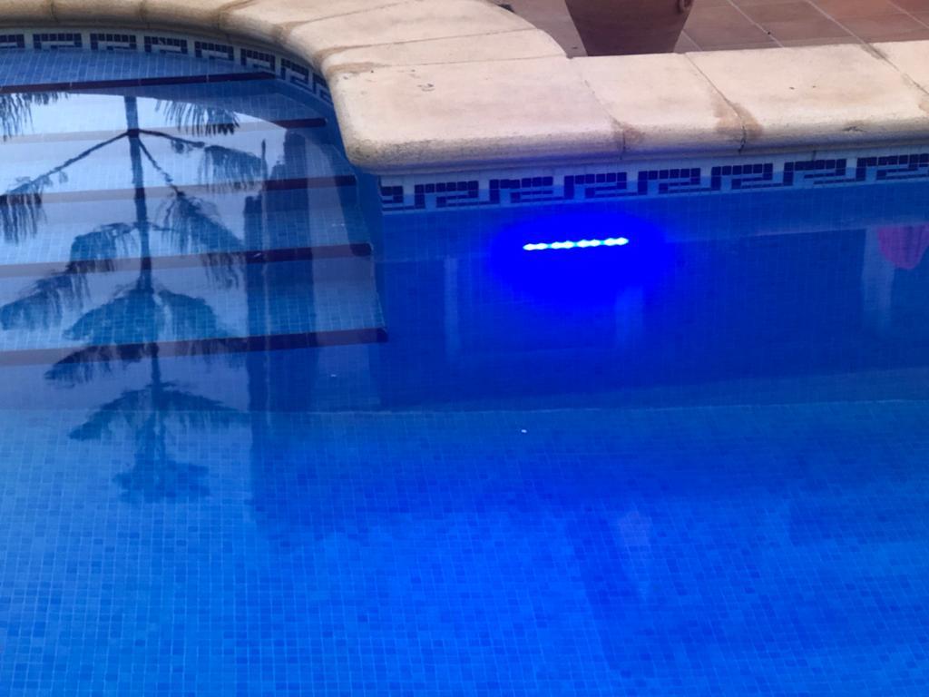 Luz solar piscina en jujuju aquacenter